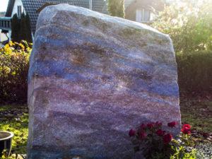 Doppelgrab_Azul_Reliefschrift - Grabmal - Doppelgräber - Natursteine Schreiner - Allensbach