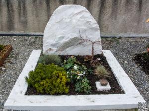 Doppelgrab_Kaschmir-Felsen_1 - Grabmal - Doppelgräber - Natursteine Schreiner - Allensbach
