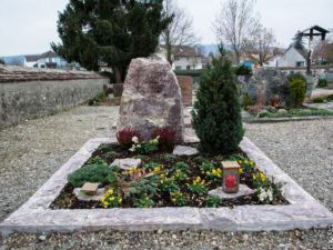 Doppelgrab_Royal-Red_Felsen - Grabmal - Doppelgräber - Natursteine Schreiner - Allensbach