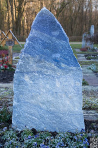 Einzelgrab_Azul-Felsen - Grabmal - Einzel und Urnengräber - Natursteine Schreiner - Allensbach