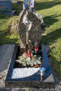 Einzelgrab_Butterfly-Blue - Grabmal - Einzel und Urnengräber - Natursteine Schreiner - Allensbach