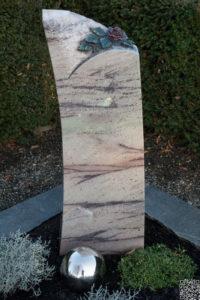 Einzelgrab_Cabernet_Rose - Grabmal - Einzel und Urnengräber - Natursteine Schreiner - Allensbach
