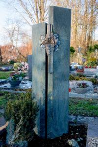 Einzelgrab_Dorfer-Grün_Ginko - Grabmal - Einzel und Urnengräber - Natursteine Schreiner - Allensbach
