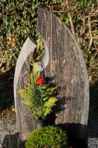 Einzelgrab_Himalaya_Durchbruch - Grabmal - Einzel und Urnengräber - Natursteine Schreiner - Allensbach