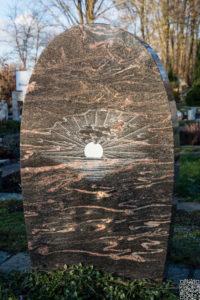 Einzelgrab_Himalaya_Sonnenaufgang - Grabmal - Einzel und Urnengräber - Natursteine Schreiner - Allensbach