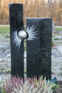 Einzelgrab_Nero-Asseluto_Kugel-Matt - Grabmal - Einzel und Urnengräber - Natursteine Schreiner - Allensbach
