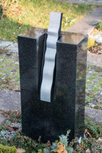 Einzelgrab_Nero-Asseluto_Welle - Grabmal - Einzel und Urnengräber - Natursteine Schreiner - Allensbach