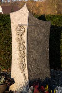 Einzelgrab_Orion_Rose_Edelstahlkreuz - Grabmal - Einzel und Urnengräber - Natursteine Schreiner - Allensbach