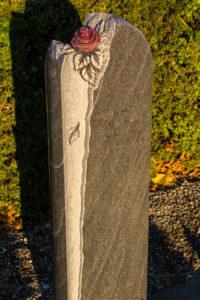 Einzelgrab_Virginia-Black_Rose_1 - Grabmal - Einzel und Urnengräber - Natursteine Schreiner - Allensbach