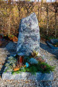 Urnengrab_Amadeus - Grabmal - Einzel und Urnengräber - Natursteine Schreiner - Allensbach