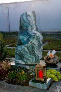 Urnengrab_Atlantis_pol_Fläche - Grabmal - Einzel und Urnengräber - Natursteine Schreiner - Allensbach
