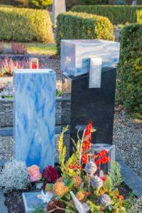 Urnengrab_Azul_Nero-Asseluto - Grabmal - Einzel und Urnengräber - Natursteine Schreiner - Allensbach