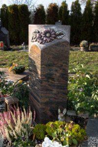 Urnengrab_Barap_Sonnenblume - Grabmal - Einzel und Urnengräber - Natursteine Schreiner - Allensbach