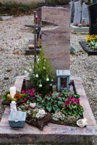 Urnengrab_Cabernet_frei_Kreuz - Grabmal - Einzel und Urnengräber - Natursteine Schreiner - Allensbach