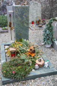 Urnengrab_Dorfer-Grün_Glas - Grabmal - Einzel und Urnengräber - Natursteine Schreiner - Allensbach