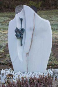 Urnengrab_Göflaner-Marmor_Calla - Grabmal - Einzel und Urnengräber - Natursteine Schreiner - Allensbach