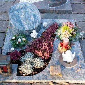 Urnengrab_Kinawa- Grabmal-Urnen und Wiesengräber-Natursteine Schreiner-Allensbach