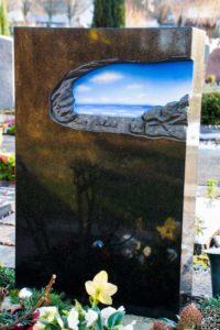 Urnengrab_Nero-Asseluto_Horizont - Grabmal - Einzel und Urnengräber - Natursteine Schreiner - Allensbach