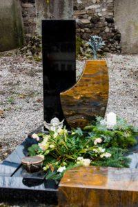 Urnengrab_Nero-Asseluto_Jaspis_Lebensbaum - Grabmal - Einzel und Urnengräber - Natursteine Schreiner - Allensbach