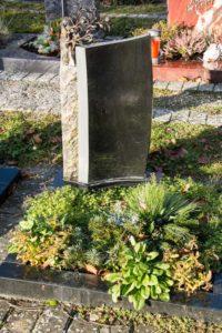 Urnengrab_Nero-Asseluto_Lebensbaum - Grabmal - Einzel und Urnengräber - Natursteine Schreiner - Allensbach
