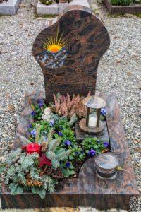 Urnengrab_Nordland_Sonnenaufgang - Grabmal - Einzel und Urnengräber - Natursteine Schreiner - Allensbach