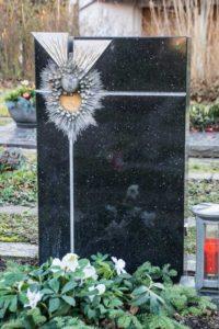 Urnengrab_Star-Galaxy - Grabmal - Einzel und Urnengräber - Natursteine Schreiner - Allensbach