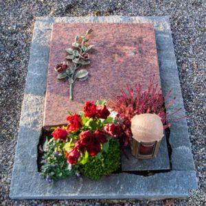 Urnengrab_Vanga_Rose- Grabmal-Urnen und Wiesengräber-Natursteine Schreiner-Allensbach