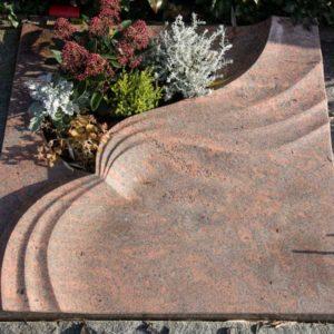 Urnenliegeplatte_Multicolor-Rot- Grabmal-Urnen und Wiesengräber-Natursteine Schreiner-Allensbach