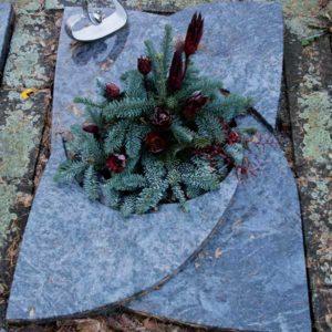 Urnenliegeplatte_Orion_Gleebatt- Grabmal-Urnen und Wiesengräber-Natursteine Schreiner-Allensbach