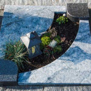 Urnenliegeplatte_Viskont_Nero-Asseluto- Grabmal-Urnen und Wiesengräber-Natursteine Schreiner-Allensbach