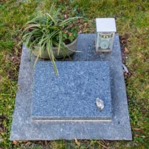 Urnenwiesengrab_Lanelin- Grabmal-Urnen und Wiesengräber-Natursteine Schreiner-Allensbach