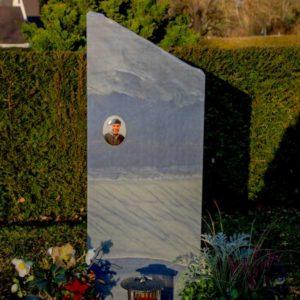 Wiesengrab_Azul- Grabmal-Urnen und Wiesengräber-Natursteine Schreiner-Allensbach